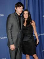 Demi Moore, Ashton Kutcher - Parrot Cay - 03-08-2011 - Ashton Kutcher si spoglia per Ellen DeGeneres