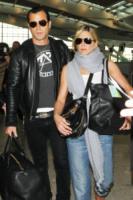 Justin Theroux, Jennifer Aniston - Londra - 21-07-2011 - Jennifer Aniston legge le riviste di gossip per divertirsi