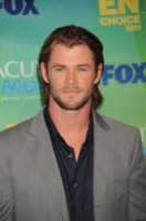 "Chris Hemsworth - Los Angeles - 08-08-2011 - Kristen Stewart si è ""avvicinata"" a Chris Hemsworth sul set di Biancaneve"