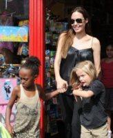 Shiloh Jolie Pitt, Zahara Jolie Pitt, Angelina Jolie - Richmond - 15-08-2011 - Buon compleanno a Shiloh, la figlia dei Brangelina