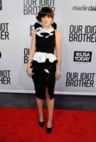 Zooey Deschanel - Hollywood - 16-08-2011 - Zooey Deschanel ha chiesto il divorzio