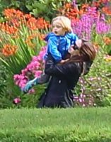 Shiloh Jolie Pitt, Angelina Jolie - Ayrshire - 18-08-2011 - Buon compleanno a Shiloh, la figlia dei Brangelina