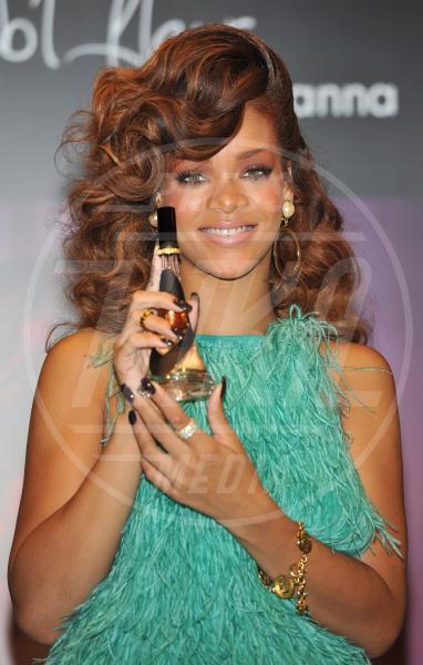 Rihanna - Londra - 20-08-2011 - Profumo di star: Katy Perry comanda la fila