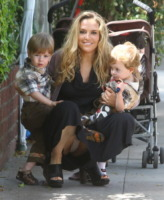 Brooke Mueller - Beverly Hills - 18-03-2011 - Charlie Sheen festeggia il compleanno che le sue ex