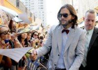 Ashton Kutcher - New York - 24-08-2011 - Ashton Kutcher si spoglia per Ellen DeGeneres