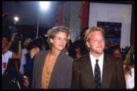 Kiefer Sutherland, Julia Roberts - Hollywood - 27-12-2005 - Abbandonati all'altare: un incubo anche per le star!