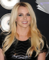 Britney Spears - Los Angeles - 29-08-2011 - Britney Spears a Londra causa problemi con la pistola in pugno