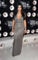 Kim Kardashian - Los Angeles - 29-08-2011 - Kim Kardashian vuole presto una gravidanza insieme alle due sorelle