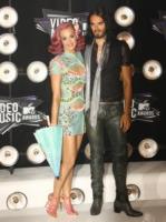 Katy Perry, Russell Brand - Los Angeles - 29-08-2011 - Katy Perry e Russell Brand ridono delle voci di divorzio