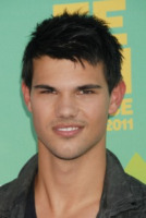 Taylor Lautner - Los Angeles - 08-08-2011 - Taylor Lautner non disdegna il paragone con Kris Humphries