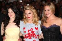 Andrea Riseborough, Abbie Cornish, Madonna - Venezia - 02-09-2011 - Festival di Venezia: Madonna raggiante sul red carpet di W.E.