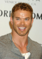 Kellan Lutz - Los Angeles - 11-08-2011 - Kellan Lutz non è più single