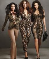 Khloe Kardashian, Kourtney Kardashian, Kim Kardashian - 14-09-2011 - Kim, Kourtney e Khloe Kardashian posano in topless per la loro linea di jeans