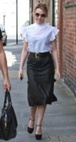 Kylie Minogue - Londra - 15-09-2011 - Camicia bianca e gonna nera: un look… evergreen!