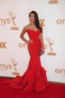 Nina Dobrev - Los Angeles - Emmy 2011: gli arrivi sul red carpet