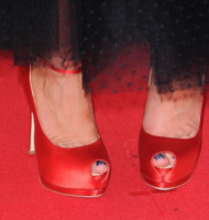 Kaley Cuoco - Los Angeles - 18-09-2011 - Emmy 2011: gli arrivi sul red carpet