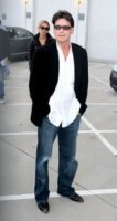 Natalie Kenly, Charlie Sheen - Los Angeles - 07-03-2011 - Charlie Sheen la spunta: 100 milioni di dollari di risarcimento per essere stato licenziato da Due uomini e mezzo