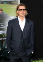 Brad Pitt - Oakland - 19-09-2011 - Armi sequestrate sul set di World War Z