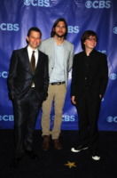 Angus T. Jones, John Cryer, Ashton Kutcher - New York - 18-05-2011 - Ashton Kutcher e l'addio a Charlie Sheen portano 28 milioni di persone a vedere Due uomini e mezzo