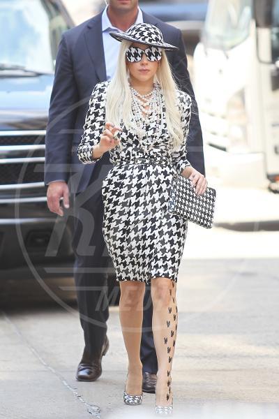 Lady Gaga - Londra - 28-08-2013 - Sul red carpet, l'optical è… l'optimum!
