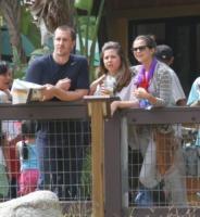 Mandy Dawn Cornett, Selena Gomez, Brian - Los Angeles - 24-09-2011 - Dieci star che non sapevate avessero licenziato i genitori