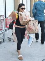 Vanessa Hudgens - Studio City - 28-09-2011 - Celebrity con i piedi per terra: W le pantofole!