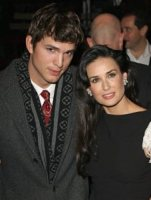 Demi Moore, Ashton Kutcher - Hollywood - 29-09-2011 - Ashton Kutcher e Demi Moore in campeggio insieme