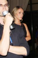 Sara Leal - Los Angeles - 30-09-2011 - Ashton Kutcher e Demi Moore cercano di rappacificarsi nella villa di Bruce Willis