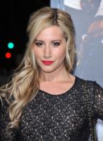 Ashley Tisdale - Westwood - 04-10-2011 - Essere bionda o essere mora? Questo è il dilemma!