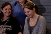 Edda Mellas, Amanda Knox - Seattle - 04-10-2011 - Amanda Knox è rientrata a Seattle