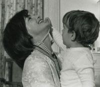 Jacqueline Kennedy - Los Angeles - 07-10-2011 - Katie Holmes torna a vestire i panni di Jackie Kennedy