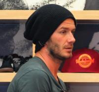 "David Beckham - Santa Monica - 13-09-2011 - David Beckham si tatua ""Love"" sulla mano per la figlia Harper"