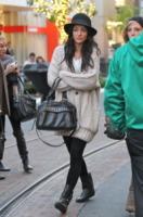 Jessica Szohr - Los Angeles - 23-11-2010 - Il cardigan ritorna dagli Anni Ottanta con furore