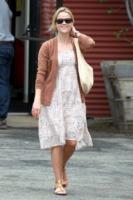 Reese Witherspoon - Santa Monica - 12-06-2011 - Il cardigan ritorna dagli Anni Ottanta con furore