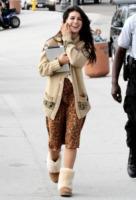 Shenae Grimes - Los Angeles - 30-08-2011 - Il cardigan ritorna dagli Anni Ottanta con furore