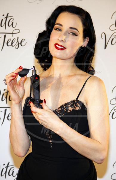 Dita Von Teese - Berlino - 13-10-2011 - Profumo di star: Katy Perry comanda la fila