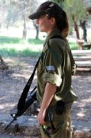 Soldatessa - 04-09-2010 - Havat: la base di Miss Haifa dove comandano le donne (vestite)