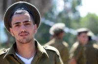 Soldato - 30-03-2011 - Havat: la base di Miss Haifa dove comandano le donne (vestite)