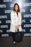 Anouchka Delon - Parigi - 19-10-2011 - Primavera 2015: con il soprabito, le celebs vanno… in bianco!