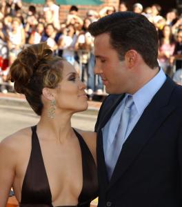 Jennifer Lopez, Ben Affleck - Westwood - 19-06-2004 - Jennifer Lopez scoppia in lacrime sul palco cantando canzoni d'amore