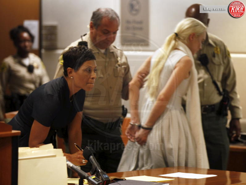 Lindsay Lohan - Los Angeles - 19-10-2011 - Lindsay Lohan ha trovato l'origine dei suoi demoni: Los Angeles