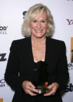 Glenn Close - Beverly Hills - 25-10-2011 - Glenn Close aiuta un soldato con stress post traumatico in un reality show