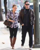 Mike Comrie, Hilary Duff - Hollywood - 27-10-2011 - Il marito di Hilary Duff Mike Comrie si ritira dalla Nhl