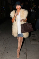 Kim Kardashian - West Hollywood - 27-10-2011 - Kim Kardashian torna prima dal viaggio di lavoro in Australia