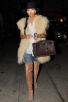 Kim Kardashian - West Hollywood - 27-10-2011 - Kim Kardashian vola da Kris Humphries