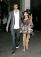 Kris Humphries, Kim Kardashian - New York - Kris Humphries frodato da un invitato alle sue nozze