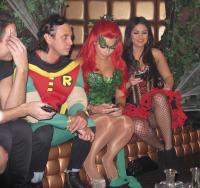 Khloe Kardashian, Kim Kardashian, Jonathan Cheban - New York - 29-10-2011 - Kim Kardashian festeggia anche Halloween senza il marito Kris Humphries