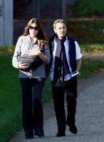 Giulia Sarkozy, Nicolas Sarkozy, Carla Bruni - Versailles - 31-10-2011 - Sarkozy deriso dai media. Notate nulla in questo scatto?