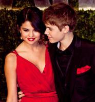 Selena Gomez, Justin Bieber - San Diego - 02-11-2011 - Justin Bieber vende il suo boa constrictor per beneficenza