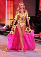 Candice Swanepoel - New York - 09-11-2011 - È ufficiale, il Victoria's Secret Fashion Show non si farà